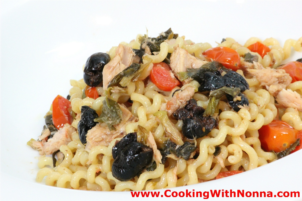Fusilli with tuna and black olives Tuna and philadelphia pasta